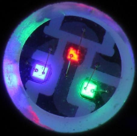 включают три полупроводниковых кристалла